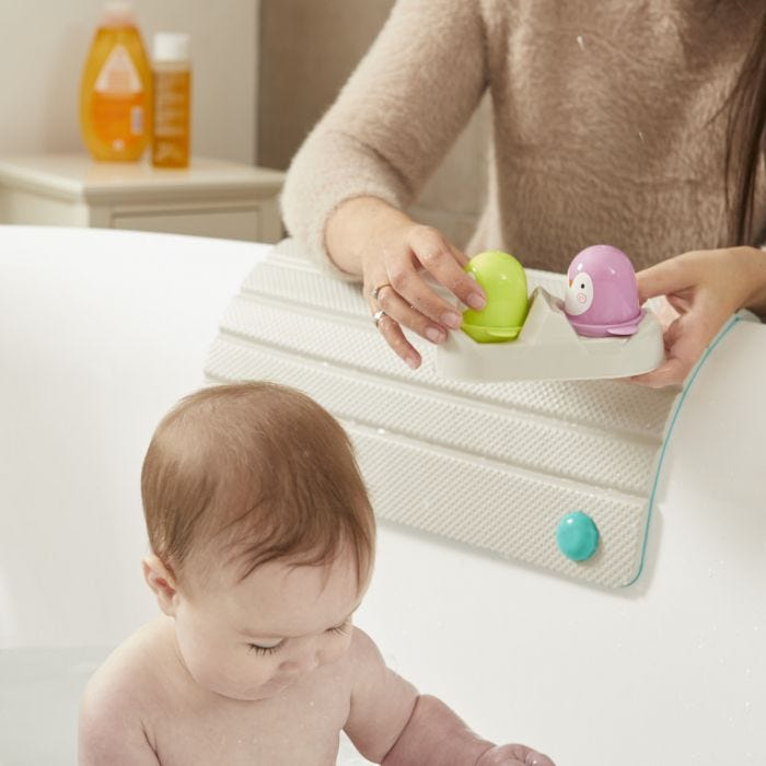 Baby playing with mum using the Splashtime Knee 'n' Elbow Cushioned Rest to lean on the side of the bath