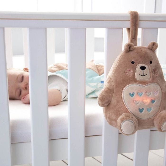 baby-asleep-in-cot-that-has-bennie-the-bear-grofriend-attached