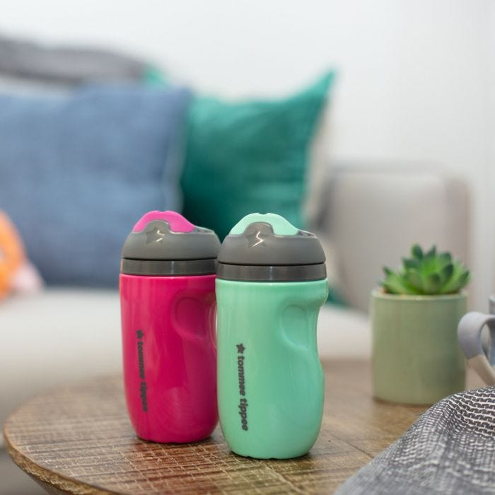 Insulated sippee 2 pack - pink green on table