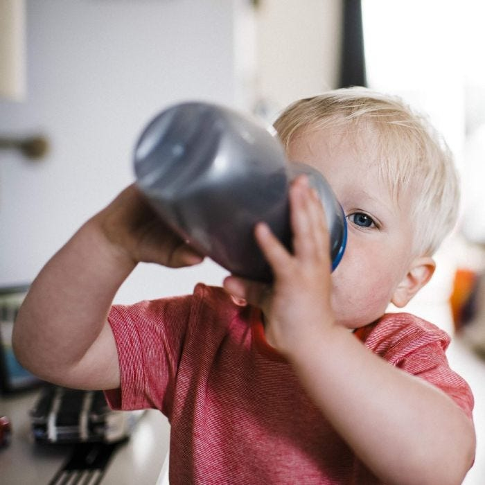 lifestyle-image-of-toddler-drinking-from-insulated-sippee-cup